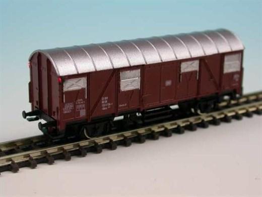 High Tech Modellbahnen 3000 - Güterwaggon mit rote