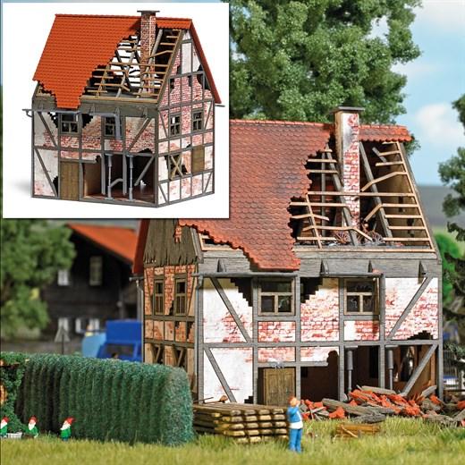 Busch 1667 - Verfallenes Fachwerkhaus