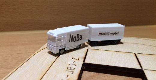NoBa Modelle - 7801 2-achsiger Anhänger mit Koffer