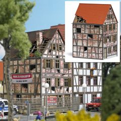 Busch 1668 - Verfallenes Stadthaus H0