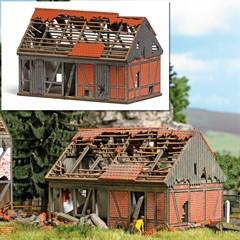 Busch 1669 - Verfallene Stallung H0
