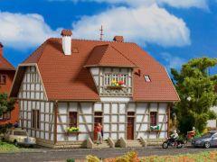 Vollmer 43649 - H0 Fachwerk-Siedlungshaus